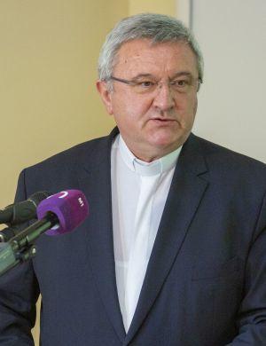 – Nem mindegy, hogy milyen körülmények között tanulnak, élnek a fiatalok – mondta dr. Veres András püspök