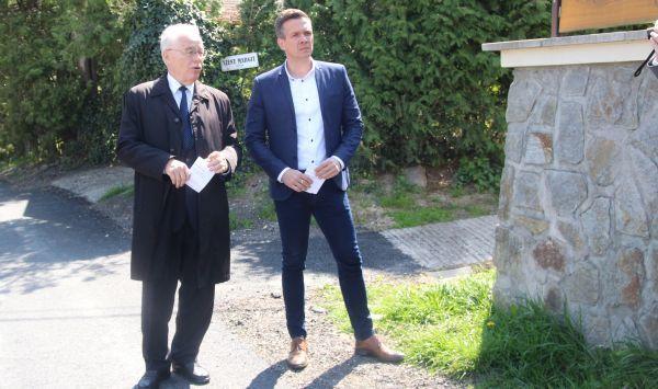Az útfelújításokról dr. Fodor Tamás polgármester és dr. Farkas Ciprián önkormányzati képviselő, tanácsnok tartott tájékoztatót Fotó: Németh Péter