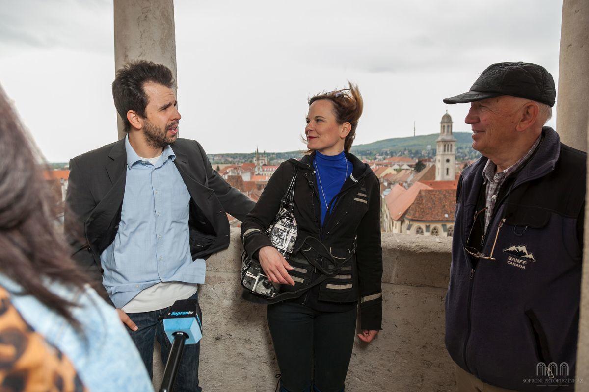 Áts Tamás és Molnár Anikó a Tűztorony erkélyén szavalt Fotók: Torma Sándor